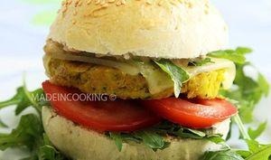 Burger végétarien accompagné de la sauce Big Mac®