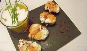Pommes de terre en petits paquets au saumon fumé et baies roses