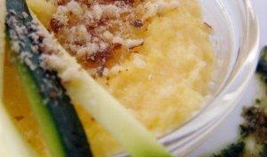 Polenta crémeuse cuite au lait ribot, courgettes crues et jus de coriandre...