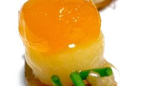 Tortilla de patata revisitée avec jaune d'oeuf mariné à la sauce soja