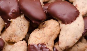 Demi-lunes à la noisette et au chocolat