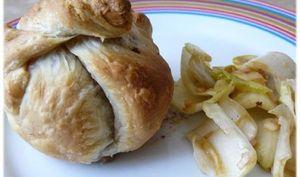 Feuilleté Pomme et Roquefort sur Salade d ' Endives