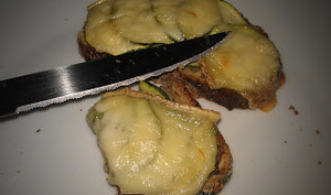 Tartines courgettes et tomme
