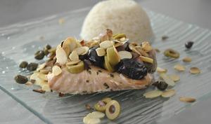 Saumon aux amandes, olives et câpres