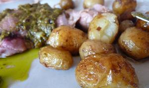 Selle d'agneau en croûte d'anchois-olives et sauce verte