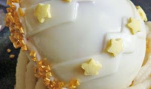 Oeuf de pâques au chocolat blanc, à la mousse de framboise