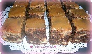 Brownie marbré cheesecake et nappage caramel au beurre salé