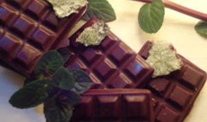 Chocolats aux cristaux de menthe et feuilles de menthe cristallisées
