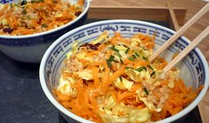 Salade de chou et de carotte, vinaigrette à la cacahuète