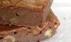 Brownie au chocolat noir et noix, sans beurre à la compote de pommes onctueuse