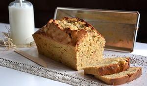 Cake vitalité à la farine de kamut, aux graines de chia et aux pommes