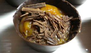 Coques de chocolat, caramel au beurre salé de Christophe Felder