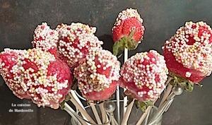 Sucettes de fraises et chocolat blanc