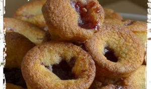 Mini muffins à la compote de fraises et à l' amande