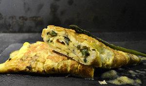 Omelette aux asperges vertes fines bio