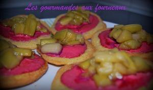 Sablés Breton façon tartelettes à la rhubarbe et aux framboises