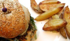 Burgers de poisson pané sauce tartare et patatoes au four