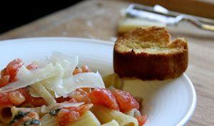 Pâtes aux tomates fraîches et au beurre de sauge