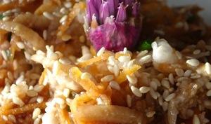 Salade de radis noir, carotte et pomme verte à la fleur de ciboulette et saké