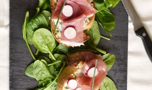 Tartine cream cheese radis & jambon de Parme