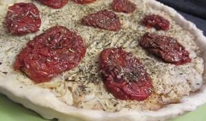Tarte aux tomates séchées et aux fonds d'artichauts