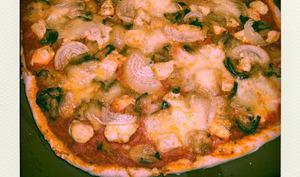 Pizza au poulet et légumes de printemps
