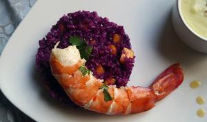 Salade de chou rouge aux fruits exotiques et ses crevettes géantes