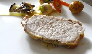 Rôti de porc au miel et à la moutarde et légumes miellés au thym