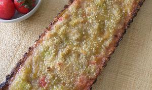 Tarte à la Rhubarbe et compotée de fraises, base pâte croustillante aux flocons d'avoine, noix, amandes