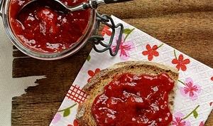 Confiture fraises, rhubarbe, poivre Tellicherry