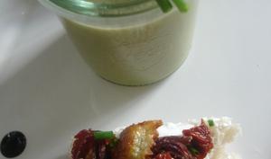 Soupe de cosses de petits pois et fanes de carottes, tartine gourmande en ravioles de Romans