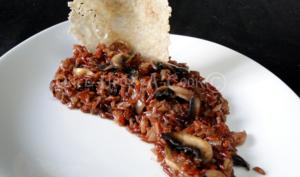 Le risotto rouge au combava et champignons