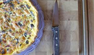 Tarte aux poireaux, saumon et graines de pavot