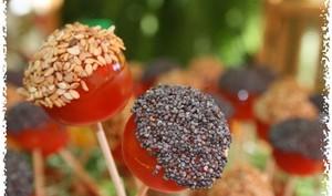 Coquettes tomates cerises et leur toque de graines