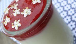 Coulis de fraises, fraises des bois et fleurs de sureau