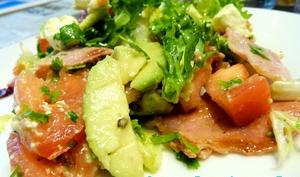 Salade au bacon, avocat et feta