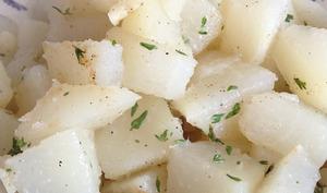 La salade tiède de christophines sautées à l'ail et au thym