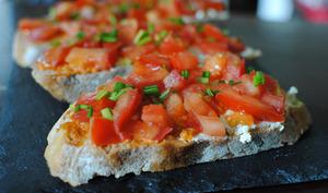 Tartine d'été : Tartare de tomates