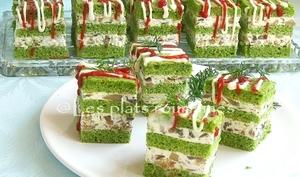 Apéritifs en cubes avec les épinards, le fromage et champignons