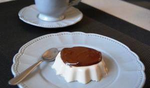 Panna cotta vanille tonka et sauce au chocolat