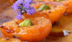 Clafoutis aux amandes et aux abricots rôtis au miel