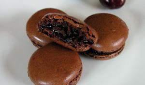 Macaron chocolat cerises et piment de Cayenne