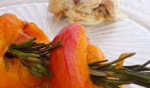 Brochettes d'abricots au romarin et miel