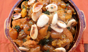 Tajine de poulet aux oignons caramélisés et raisins secs