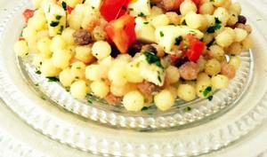 Salade de Fregola, Mozzarella, Tomates et Pesto