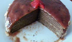 Gâteau de crêpes au chocolat, caramel de fraises