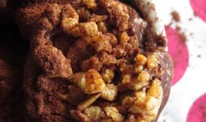 Glace au cacao, fève tonka et noix de macadamia caramélisées