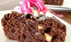 Le gâteau moelleux au chocolat et aux amandes