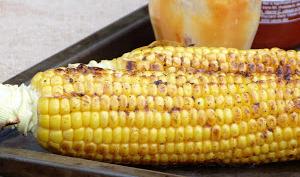 Maïs grillé à la sauce sriracha