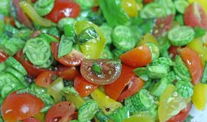 Salade de mini concombres et tomates colorées au balsamique blanc et gomasio aux algues